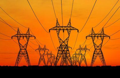 Kaliforniu trápia blackouty, podľa expertov aj pre odstavovanie osvedčených zdrojov